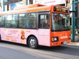 「JAこども倶楽部」の広告を掲載したラッピングバス