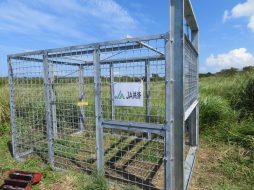 圃場近くに設置したイノシシ箱罠。すでに成果をあげています